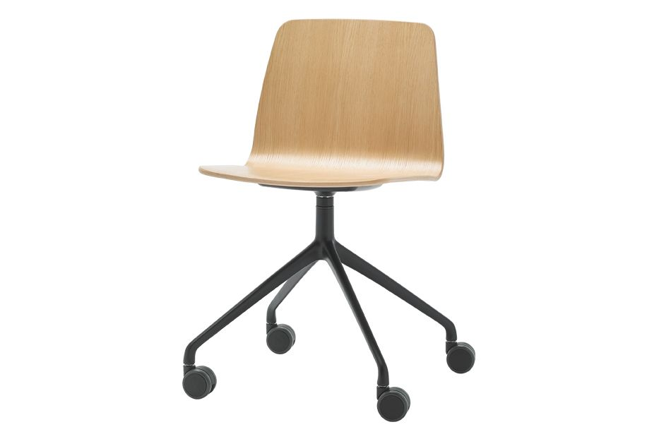 https://res.cloudinary.com/clippings/image/upload/t_big/dpr_auto,f_auto,w_auto/v1556184062/products/varya-wood-chair-4-aluminum-spoke-on-castors-inclass-simon-pengelly-clippings-11193258.jpg