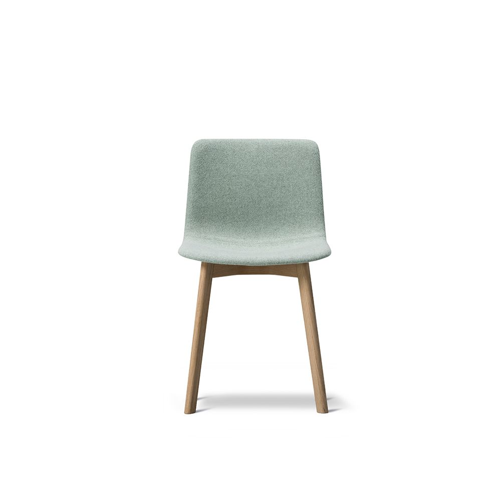 https://res.cloudinary.com/clippings/image/upload/t_big/dpr_auto,f_auto,w_auto/v1557487464/products/pato-wood-base-chair-full-upholstered-fredericia-wellingludvik-clippings-11200275.jpg
