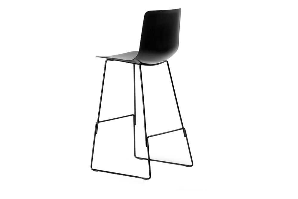https://res.cloudinary.com/clippings/image/upload/t_big/dpr_auto,f_auto,w_auto/v1557749910/products/pato-sledge-stool-bar-and-counter-height-fredericia-wellingludvik-clippings-11201343.jpg