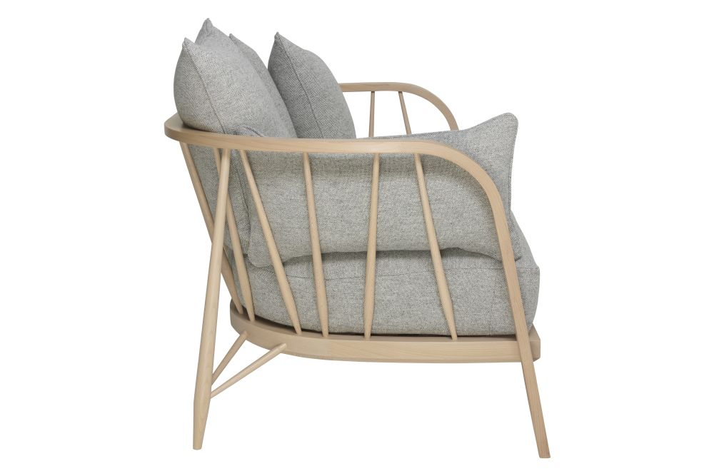 https://res.cloudinary.com/clippings/image/upload/t_big/dpr_auto,f_auto,w_auto/v1557900219/products/nest-small-sofa-ercol-clippings-10968941.jpg
