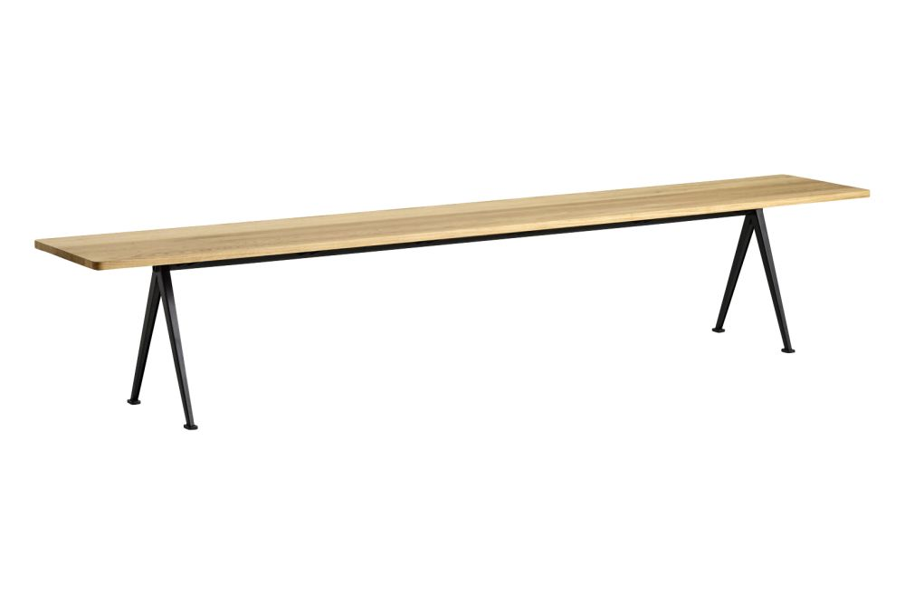 https://res.cloudinary.com/clippings/image/upload/t_big/dpr_auto,f_auto,w_auto/v1558599043/products/pyramid-12-bench-hay-wim-rietveld-clippings-11211838.jpg