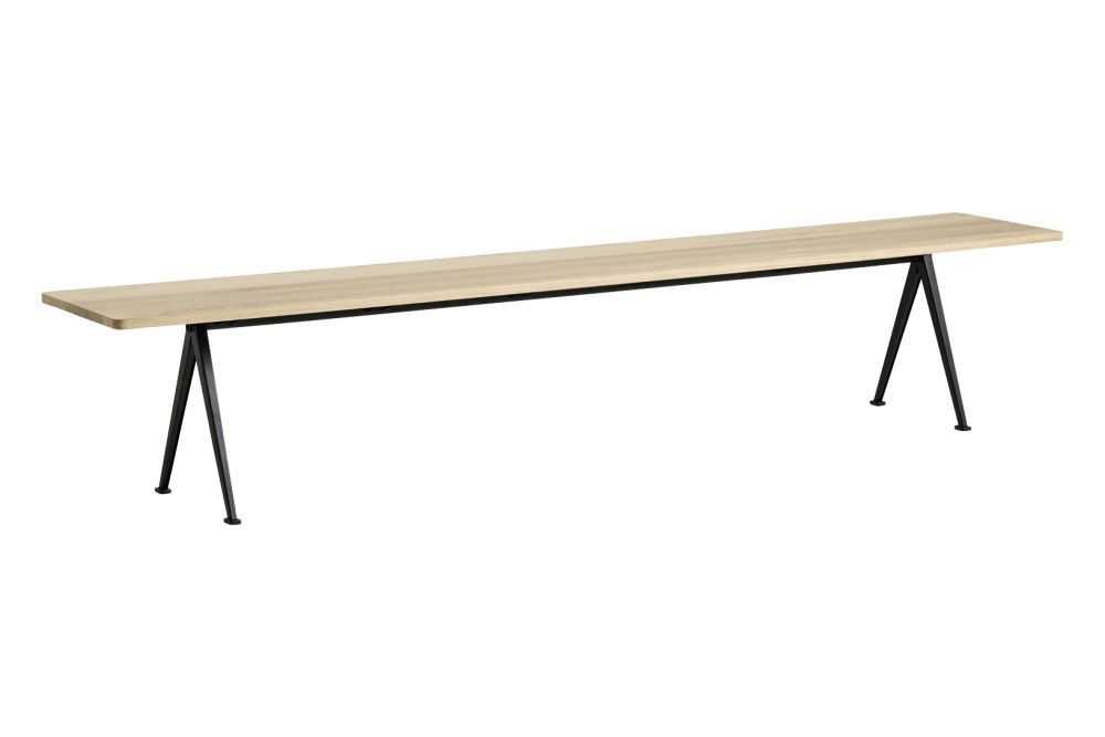 https://res.cloudinary.com/clippings/image/upload/t_big/dpr_auto,f_auto,w_auto/v1558599044/products/pyramid-12-bench-hay-wim-rietveld-clippings-11211839.jpg