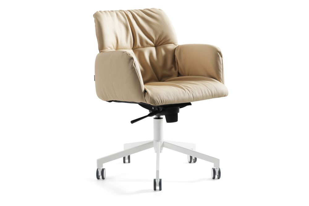 https://res.cloudinary.com/clippings/image/upload/t_big/dpr_auto,f_auto,w_auto/v1558609427/products/haddoc-oyster-05-46-armchair-on-castors-johanson-johan-lindst%C3%A9n-clippings-11211973.jpg