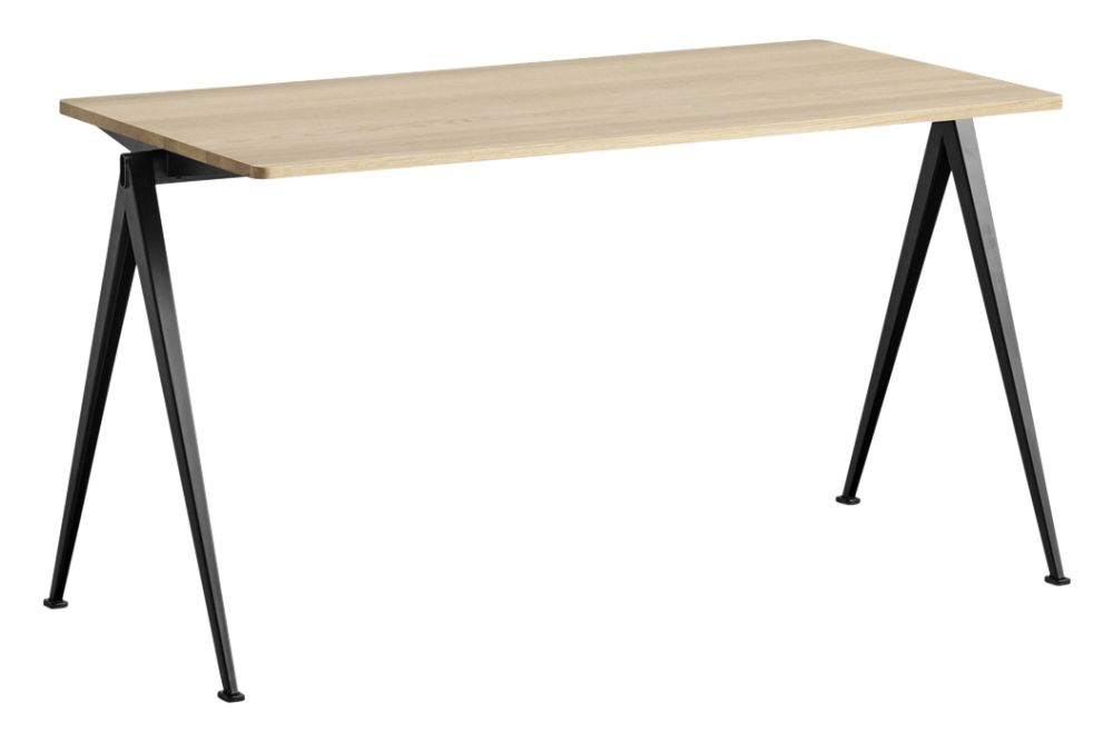 https://res.cloudinary.com/clippings/image/upload/t_big/dpr_auto,f_auto,w_auto/v1558617743/products/pyramid-01-dining-table-hay-wim-rietveld-clippings-11212045.jpg