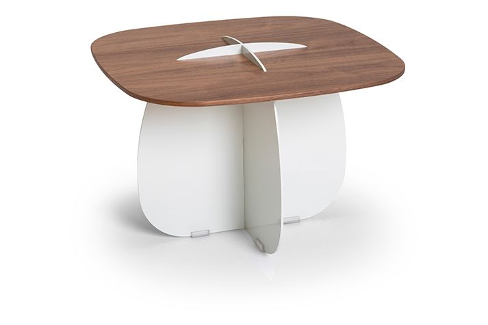 https://res.cloudinary.com/clippings/image/upload/t_big/dpr_auto,f_auto,w_auto/v1559555758/products/cross-side-table-lagranja-collection-clippings-11216774.jpg