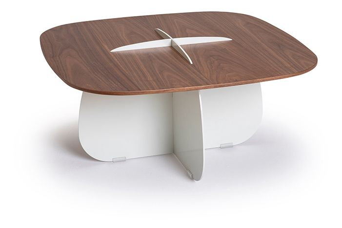 https://res.cloudinary.com/clippings/image/upload/t_big/dpr_auto,f_auto,w_auto/v1559555759/products/cross-side-table-lagranja-collection-clippings-11216775.jpg