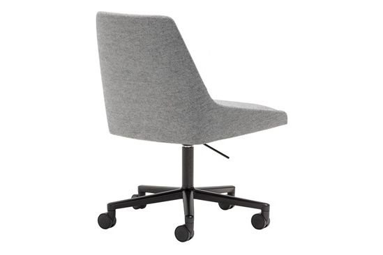 https://res.cloudinary.com/clippings/image/upload/t_big/dpr_auto,f_auto,w_auto/v1561978097/products/alya-5-star-base-chair-with-castors-andreu-world-lievore-altherr-molina-clippings-11243948.jpg