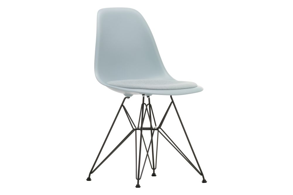01 Chrome, 04 White, 04 Glides basic dark for carpet, Hopsak 79 warmgrey/ivory,Vitra,Dining Chairs,chair,furniture,plastic,product
