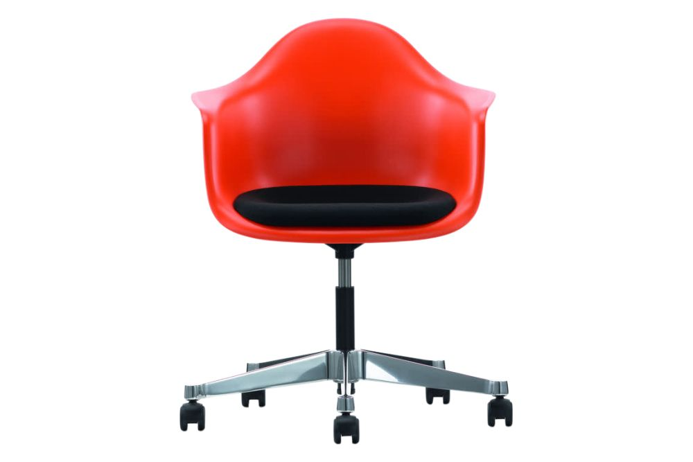https://res.cloudinary.com/clippings/image/upload/t_big/dpr_auto,f_auto,w_auto/v1562316067/products/pacc-eames-plastic-armchair-seat-upholstered-03-red-02-castors-hard-braked-for-carpet-hopsak-66-nero-vitra-clippings-8922911.jpg