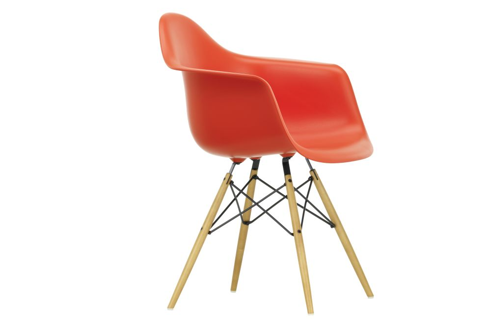 https://res.cloudinary.com/clippings/image/upload/t_big/dpr_auto,f_auto,w_auto/v1562578860/products/daw-armchair-vitra-charles-ray-eames-clippings-11254817.jpg