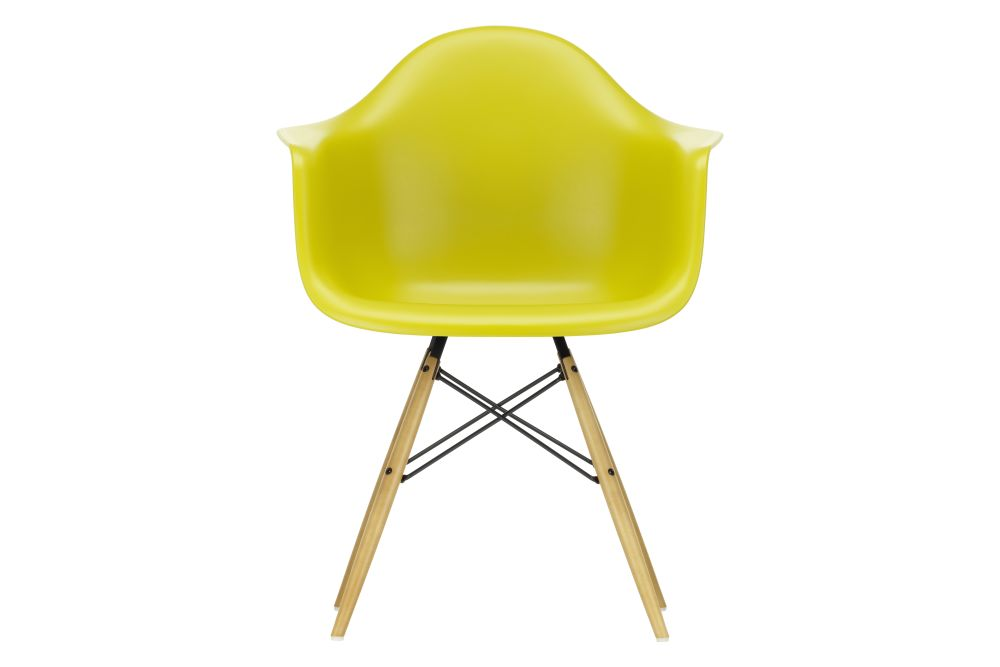 https://res.cloudinary.com/clippings/image/upload/t_big/dpr_auto,f_auto,w_auto/v1562579041/products/daw-armchair-vitra-charles-ray-eames-clippings-11254826.jpg