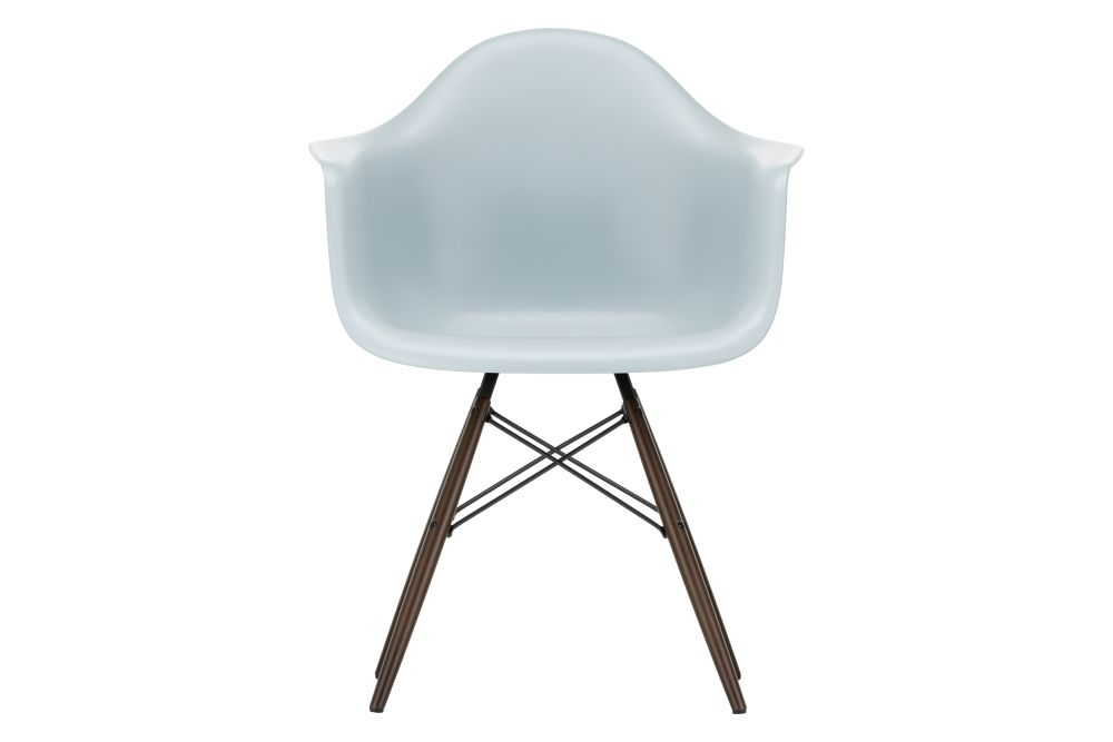 https://res.cloudinary.com/clippings/image/upload/t_big/dpr_auto,f_auto,w_auto/v1562580307/products/daw-armchair-vitra-charles-ray-eames-clippings-11254844.jpg