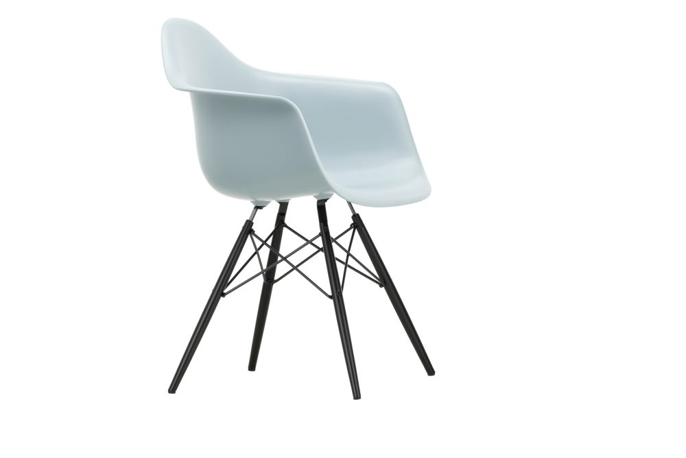 https://res.cloudinary.com/clippings/image/upload/t_big/dpr_auto,f_auto,w_auto/v1562581958/products/daw-armchair-vitra-charles-ray-eames-clippings-11255699.jpg