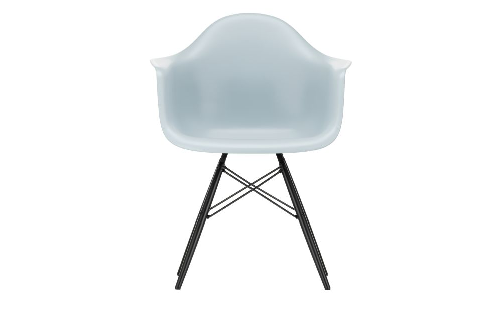 https://res.cloudinary.com/clippings/image/upload/t_big/dpr_auto,f_auto,w_auto/v1562581959/products/daw-armchair-vitra-charles-ray-eames-clippings-11255700.jpg