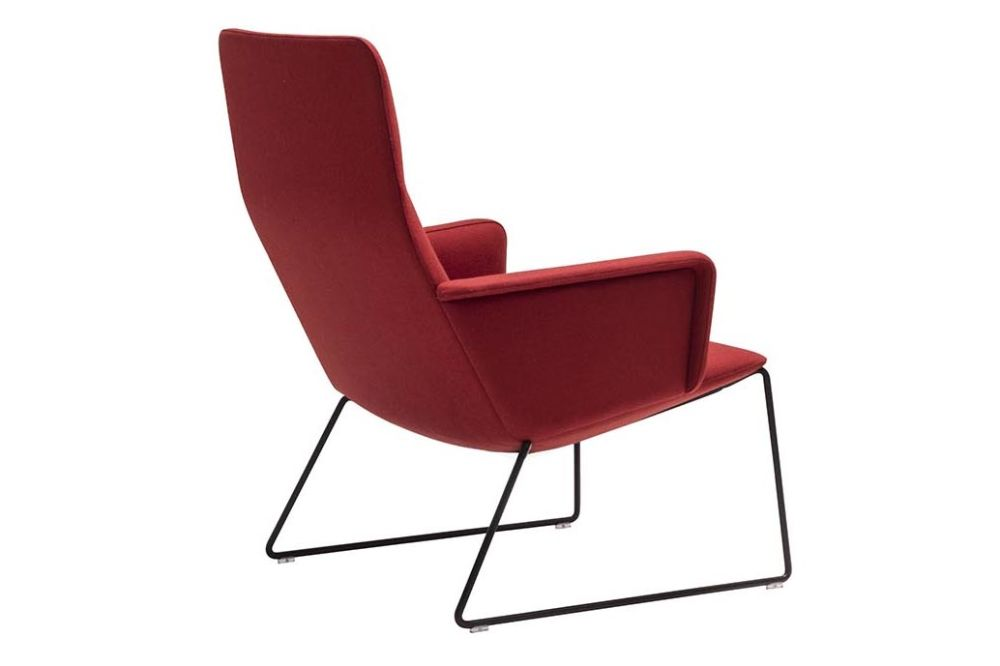 https://res.cloudinary.com/clippings/image/upload/t_big/dpr_auto,f_auto,w_auto/v1562938006/products/capri-sled-base-lounge-chair-with-upholstered-shell-and-arm-andreu-world-piergiorgio-cazzaniga-clippings-11261278.jpg