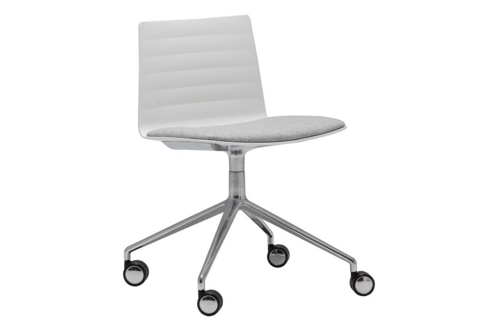 https://res.cloudinary.com/clippings/image/upload/t_big/dpr_auto,f_auto,w_auto/v1563253088/products/flex-4-star-swivel-base-chair-with-upholstered-seat-pad-and-castors-thermo-polymer-6000-polished-aluminium-andreu-world-jacquard-one-andreu-world-piergiorgio-cazzaniga-clippings-11262016.jpg