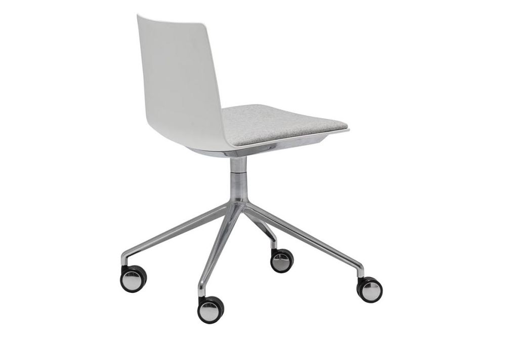 https://res.cloudinary.com/clippings/image/upload/t_big/dpr_auto,f_auto,w_auto/v1563253153/products/flex-4-star-swivel-base-chair-with-upholstered-seat-pad-and-castors-andreu-world-piergiorgio-cazzaniga-clippings-11262019.jpg