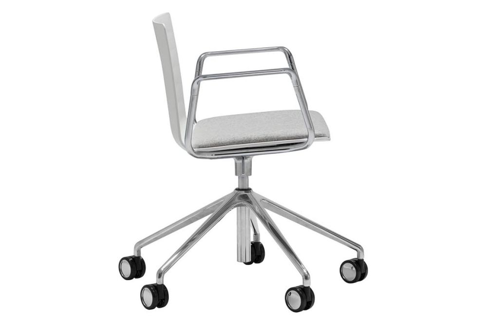 https://res.cloudinary.com/clippings/image/upload/t_big/dpr_auto,f_auto,w_auto/v1563269977/products/flex-5-star-swivel-base-armchair-with-upholstered-seat-pad-and-castors-andreu-world-piergiorgio-cazzaniga-clippings-11264624.jpg