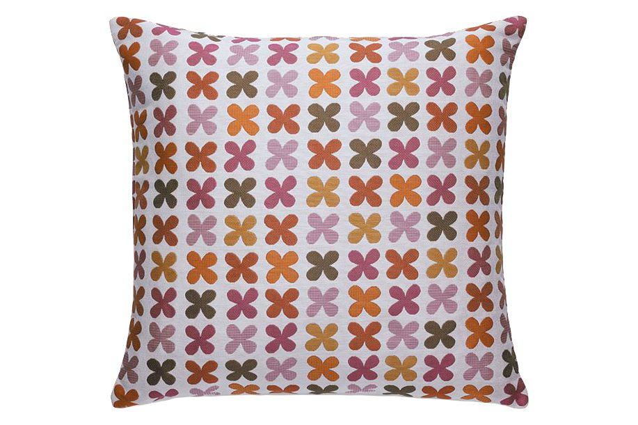 https://res.cloudinary.com/clippings/image/upload/t_big/dpr_auto,f_auto,w_auto/v1564402744/products/quatrefoil-classic-maharam-pillow-vitra-alexander-girard-clippings-11271149.jpg