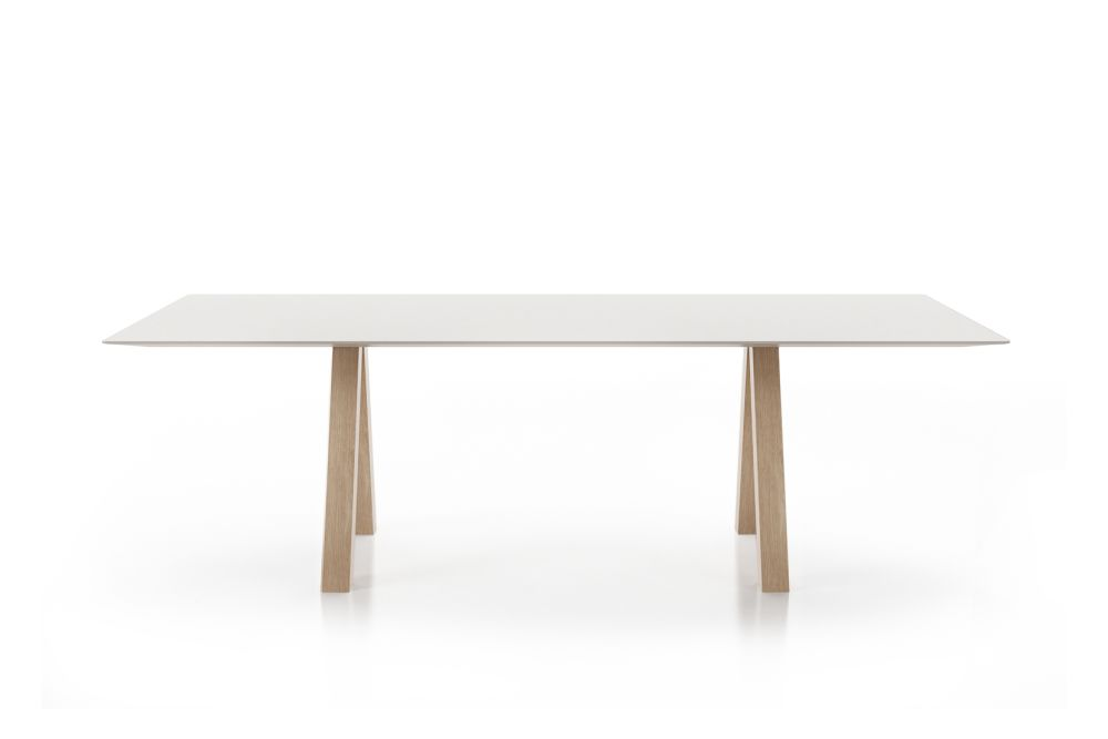 https://res.cloudinary.com/clippings/image/upload/t_big/dpr_auto,f_auto,w_auto/v1564557733/products/trestle-simple-table-viccarbe-john-pawson-clippings-11273658.jpg