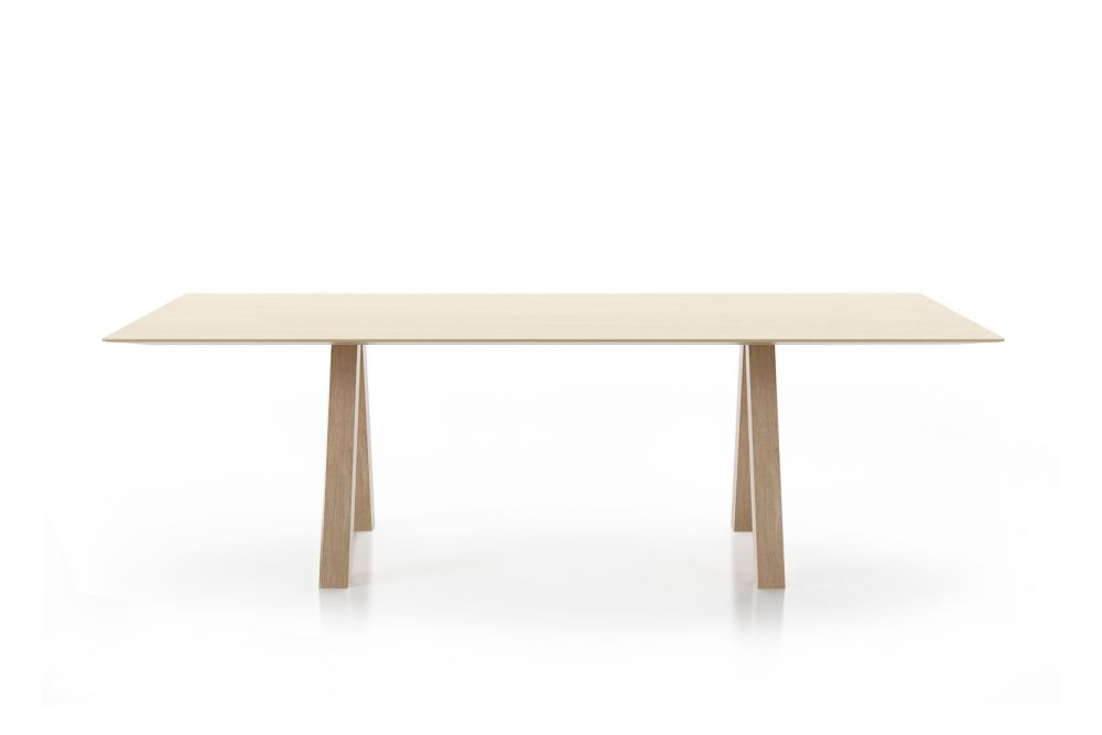 https://res.cloudinary.com/clippings/image/upload/t_big/dpr_auto,f_auto,w_auto/v1564557831/products/trestle-simple-table-viccarbe-john-pawson-clippings-11273661.jpg