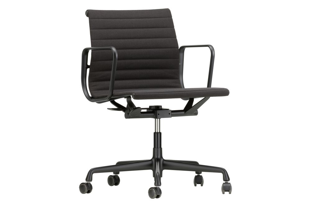 https://res.cloudinary.com/clippings/image/upload/t_big/dpr_auto,f_auto,w_auto/v1564740073/products/ea-117-aluminium-meeting-chair-swivel-with-armrests-vitra-charles-ray-eames-clippings-11275532.jpg