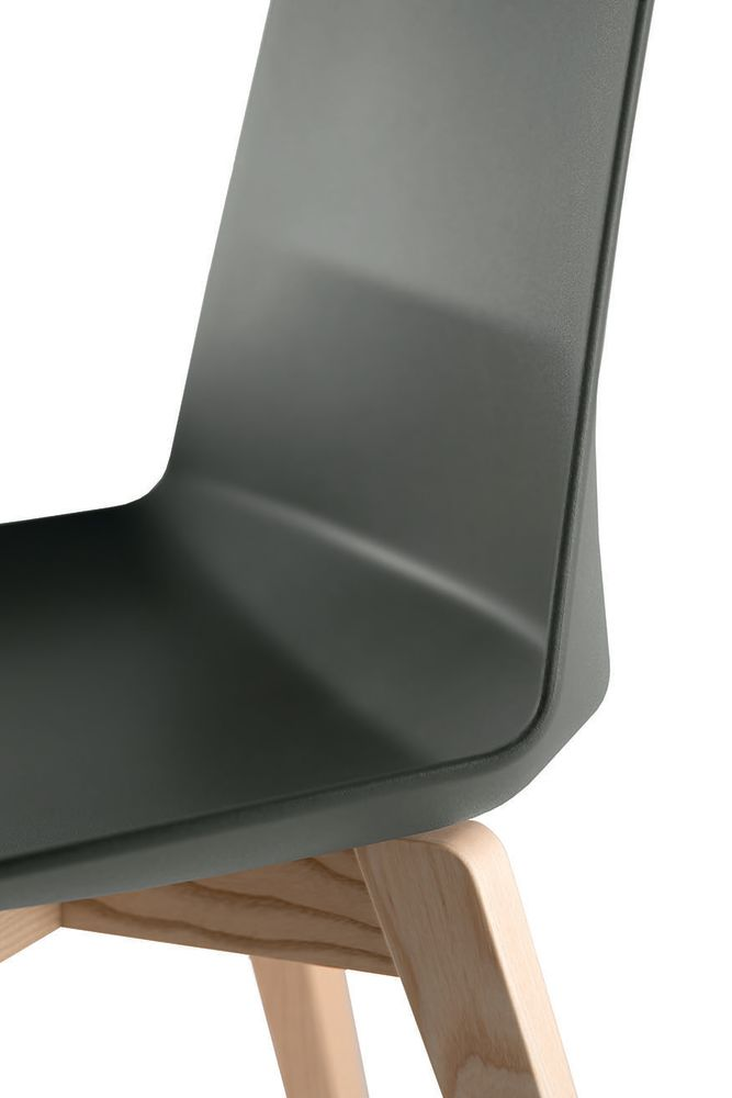 https://res.cloudinary.com/clippings/image/upload/t_big/dpr_auto,f_auto,w_auto/v1565070292/products/clue-chair-with-wooden-base-non-upholstered-set-of-2-quadrifoglio-dorigo-design-clippings-11278440.jpg