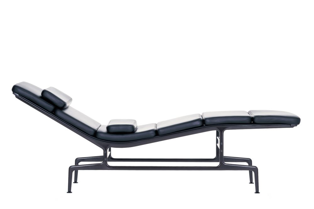 https://res.cloudinary.com/clippings/image/upload/t_big/dpr_auto,f_auto,w_auto/v1565185938/products/es-106-soft-pad-chaise-vitra-charles-ray-eames-clippings-11280631.jpg