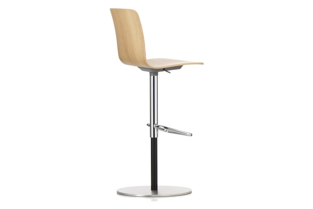 https://res.cloudinary.com/clippings/image/upload/t_big/dpr_auto,f_auto,w_auto/v1565343064/products/hal-ply-bar-stool-vitra-jasper-morrison-clippings-11282001.jpg