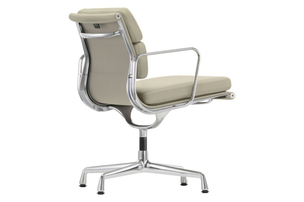 https://res.cloudinary.com/clippings/image/upload/t_big/dpr_auto,f_auto,w_auto/v1565343810/products/ea-208-soft-pad-meeting-chair-swivel-with-armrests-vitra-charles-ray-eames-clippings-11282014.jpg