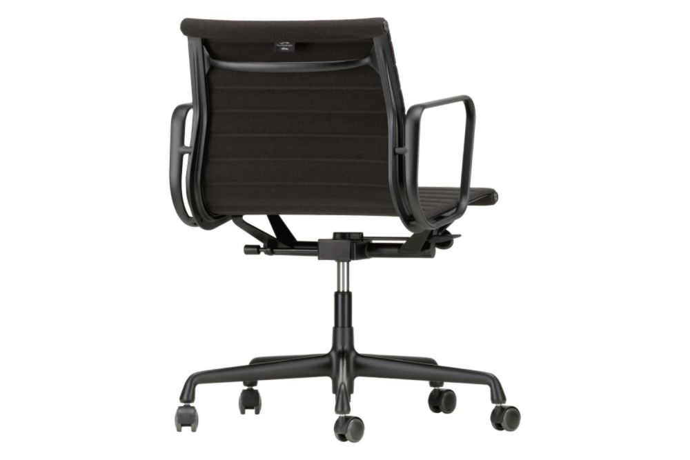https://res.cloudinary.com/clippings/image/upload/t_big/dpr_auto,f_auto,w_auto/v1565344441/products/ea-117-aluminium-meeting-chair-swivel-with-armrests-vitra-charles-ray-eames-clippings-11282029.jpg