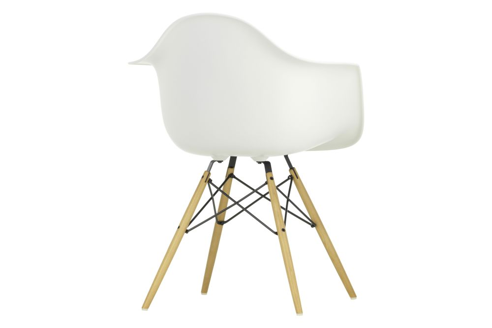 https://res.cloudinary.com/clippings/image/upload/t_big/dpr_auto,f_auto,w_auto/v1565357646/products/daw-armchair-vitra-charles-ray-eames-clippings-11282663.jpg