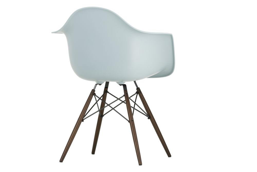 https://res.cloudinary.com/clippings/image/upload/t_big/dpr_auto,f_auto,w_auto/v1565357649/products/daw-armchair-vitra-charles-ray-eames-clippings-11282664.jpg