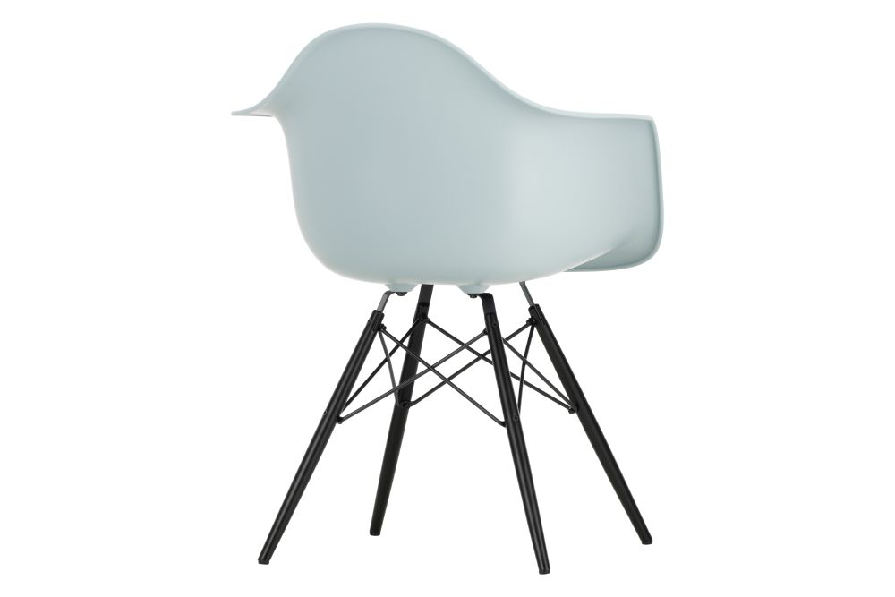 https://res.cloudinary.com/clippings/image/upload/t_big/dpr_auto,f_auto,w_auto/v1565357663/products/daw-armchair-vitra-charles-ray-eames-clippings-11282666.jpg