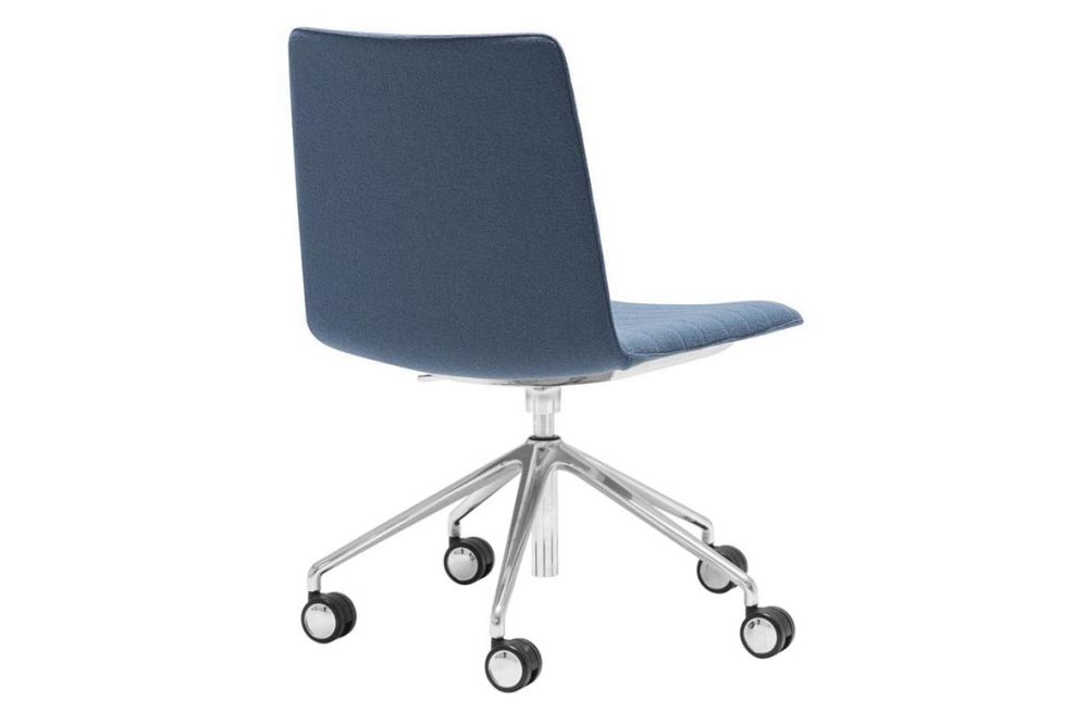 https://res.cloudinary.com/clippings/image/upload/t_big/dpr_auto,f_auto,w_auto/v1566222499/products/flex-corporate-5-star-swivel-base-chair-with-fully-upholstered-seat-andreu-world-piergiorgio-cazzaniga-clippings-11285951.jpg