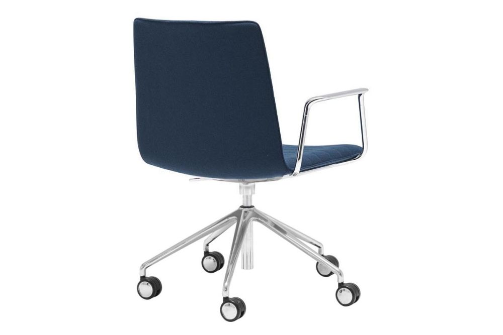 https://res.cloudinary.com/clippings/image/upload/t_big/dpr_auto,f_auto,w_auto/v1566222941/products/flex-corporate-5-star-swivel-base-armchair-with-fully-upholstered-seat-andreu-world-piergiorgio-cazzaniga-clippings-11285959.jpg