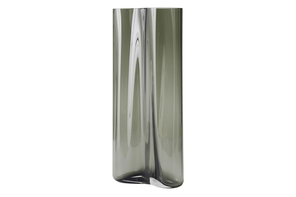 https://res.cloudinary.com/clippings/image/upload/t_big/dpr_auto,f_auto,w_auto/v1566574555/products/aer-smoke-vase-menu-gabriel-tan-clippings-11287838.jpg