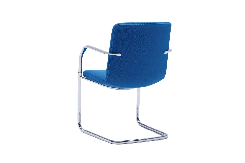 https://res.cloudinary.com/clippings/image/upload/t_big/dpr_auto,f_auto,w_auto/v1567145294/products/calder-cantilever-base-chair-orangebox-clippings-11292704.jpg