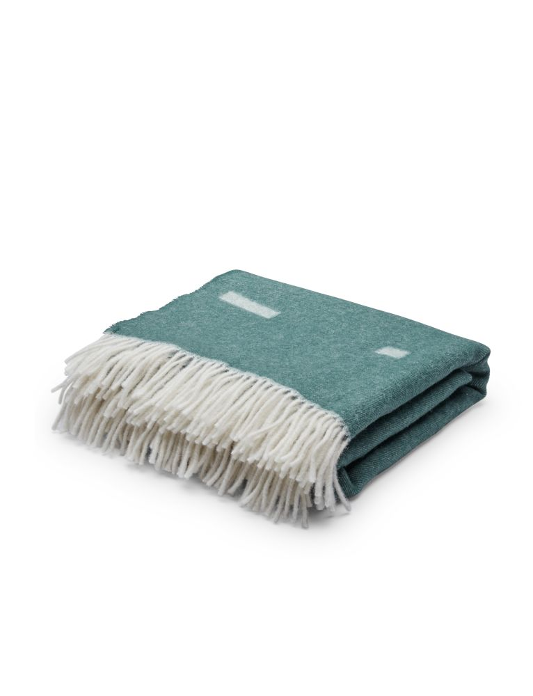 https://res.cloudinary.com/clippings/image/upload/t_big/dpr_auto,f_auto,w_auto/v1567176138/products/iota-blanket-skagerak-included-middle-clippings-11292995.jpg