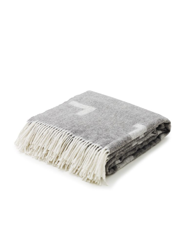https://res.cloudinary.com/clippings/image/upload/t_big/dpr_auto,f_auto,w_auto/v1567176152/products/iota-blanket-skagerak-included-middle-clippings-11292997.jpg