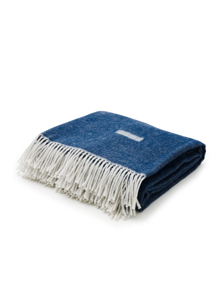 https://res.cloudinary.com/clippings/image/upload/t_big/dpr_auto,f_auto,w_auto/v1567176161/products/iota-blanket-skagerak-included-middle-clippings-11292998.jpg
