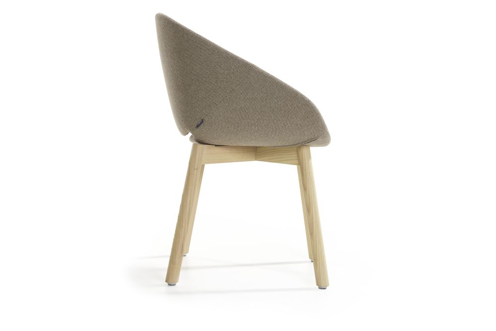 https://res.cloudinary.com/clippings/image/upload/t_big/dpr_auto,f_auto,w_auto/v1568227196/products/beso-4-legged-wood-base-lounge-armchair-artifort-khodi-feiz-clippings-11297697.jpg