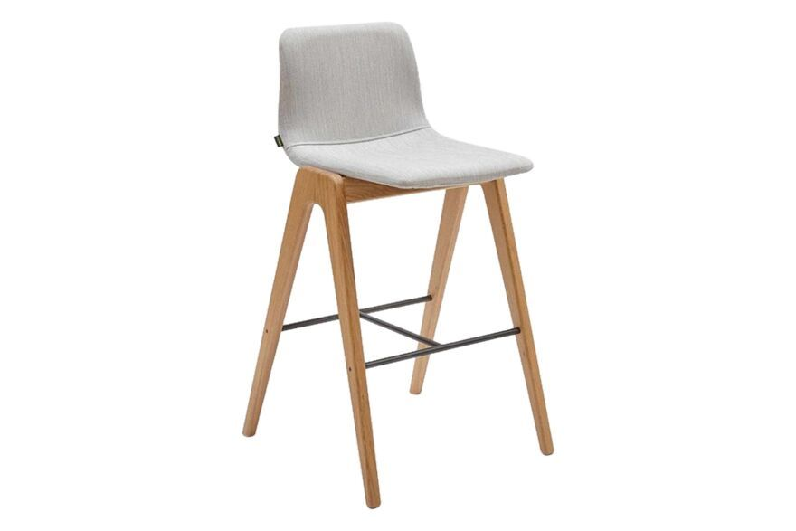 https://res.cloudinary.com/clippings/image/upload/t_big/dpr_auto,f_auto,w_auto/v1568275055/products/viv-barstool-with-wooden-base-naughtone-naughtone-clippings-11300526.jpg