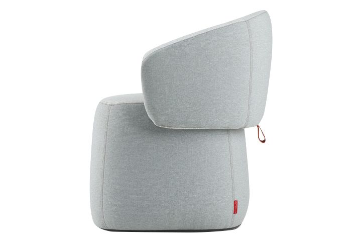 https://res.cloudinary.com/clippings/image/upload/t_big/dpr_auto,f_auto,w_auto/v1568628498/products/openest-chick-pouf-small-square-with-backrest-haworth-patricia-urquiola-clippings-11301556.jpg