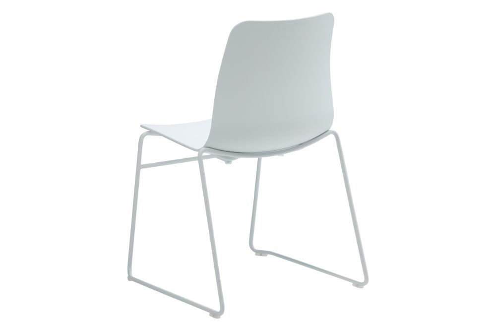 https://res.cloudinary.com/clippings/image/upload/t_big/dpr_auto,f_auto,w_auto/v1568802832/products/polly-chair-with-sled-base-naughtone-clippings-11302408.jpg