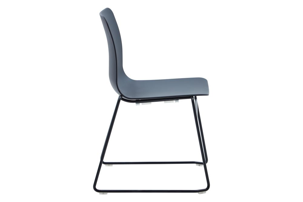 https://res.cloudinary.com/clippings/image/upload/t_big/dpr_auto,f_auto,w_auto/v1568802836/products/polly-chair-with-sled-base-naughtone-clippings-11302411.jpg