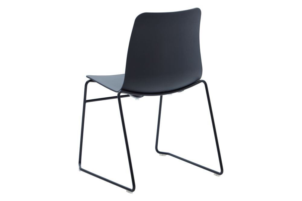 https://res.cloudinary.com/clippings/image/upload/t_big/dpr_auto,f_auto,w_auto/v1568802837/products/polly-chair-with-sled-base-naughtone-clippings-11302413.jpg