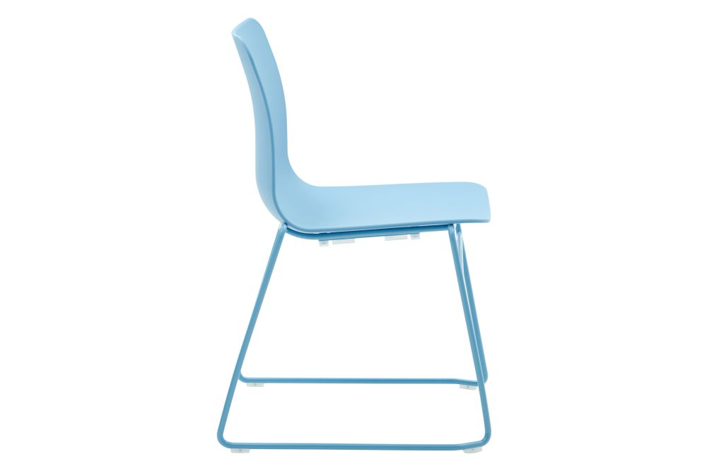 https://res.cloudinary.com/clippings/image/upload/t_big/dpr_auto,f_auto,w_auto/v1568802839/products/polly-chair-with-sled-base-naughtone-clippings-11302415.jpg