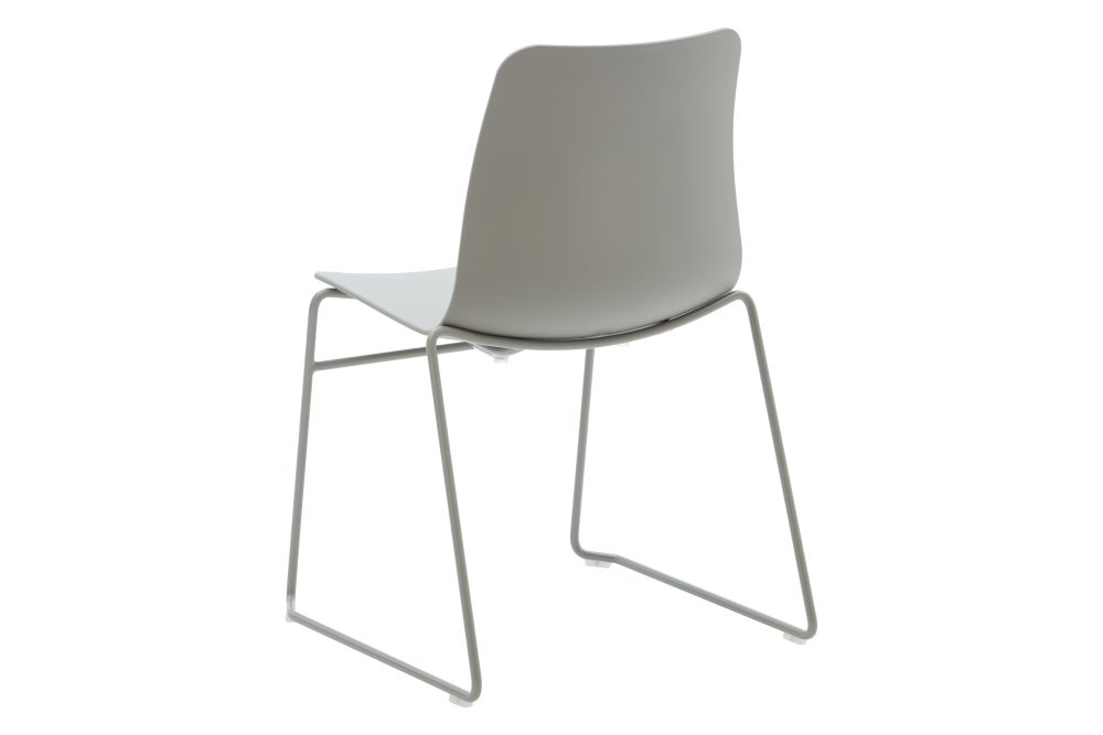 https://res.cloudinary.com/clippings/image/upload/t_big/dpr_auto,f_auto,w_auto/v1568802843/products/polly-chair-with-sled-base-naughtone-clippings-11302419.jpg