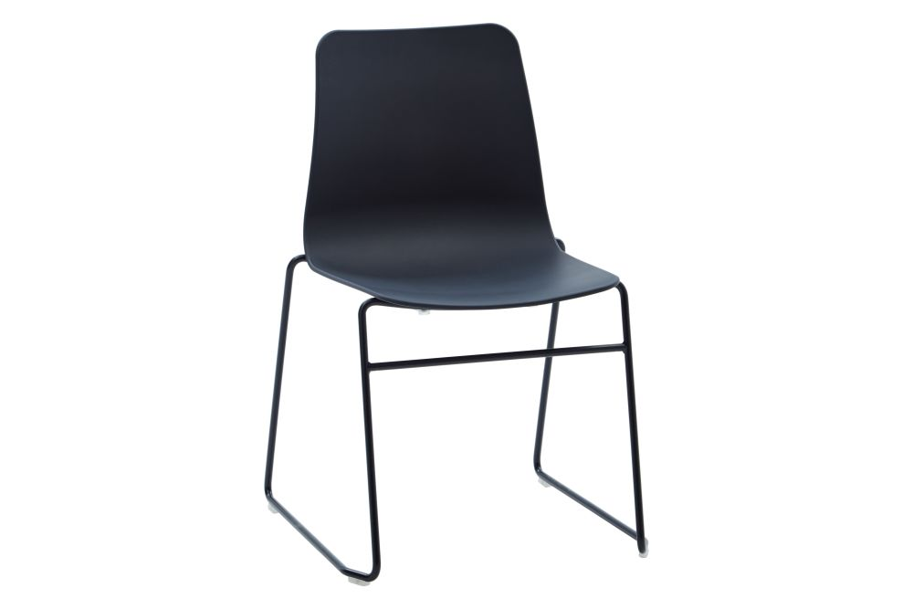 https://res.cloudinary.com/clippings/image/upload/t_big/dpr_auto,f_auto,w_auto/v1568802847/products/polly-chair-with-sled-base-naughtone-clippings-11302422.jpg